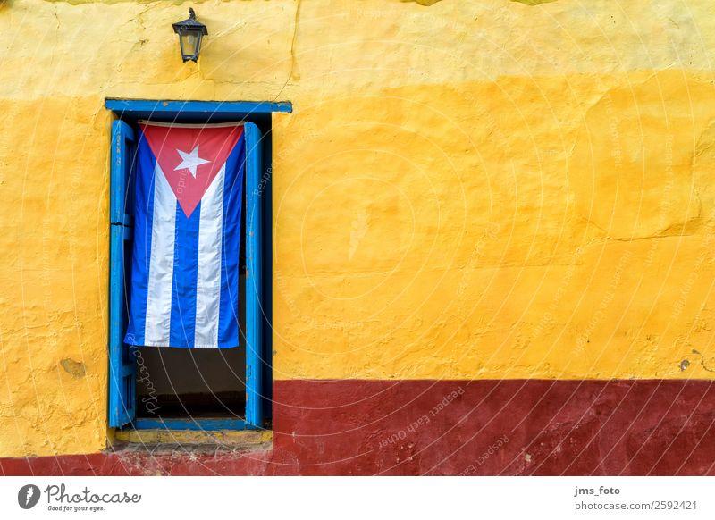 Willkommen auf Kuba Ferien & Urlaub & Reisen blau rot Haus Architektur gelb Tourismus Fassade Tür Städtereise Fahne Dorf Eingang