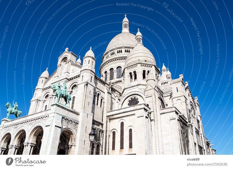 Blick auf die Basilika Sacre-Coeur in Paris, Frankreich Erholung Ferien & Urlaub & Reisen Tourismus Städtereise Berge u. Gebirge Haus Skulptur Wolken Herbst