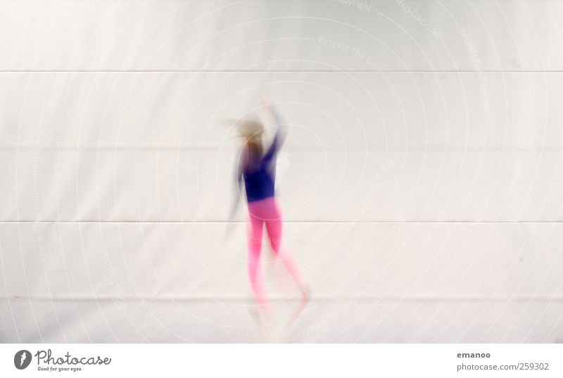 movement Mensch Kind Jugendliche Mädchen Freude Sport Spielen Bewegung springen Linie Kindheit Körper fliegen hoch Geschwindigkeit Lifestyle