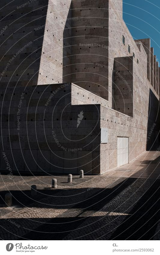 museu coleção berardo Museum Architektur Wolkenloser Himmel Schönes Wetter Lissabon Portugal Stadt Menschenleer Platz Bauwerk Gebäude Mauer Wand