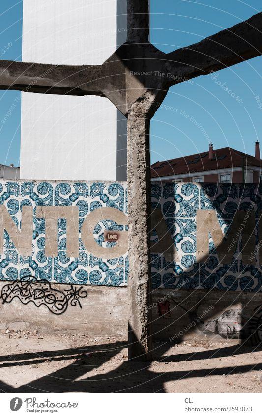 kreuz Himmel Ferien & Urlaub & Reisen alt Sommer Stadt Haus Architektur Wand Gebäude Tourismus Mauer Stein Ausflug Schriftzeichen Schönes Wetter Brücke