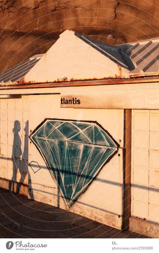 tlantis Mensch alt Sommer Graffiti Umwelt Wege & Pfade außergewöhnlich Felsen gehen Dekoration & Verzierung Wetter Schönes Wetter einzigartig kaputt Klima