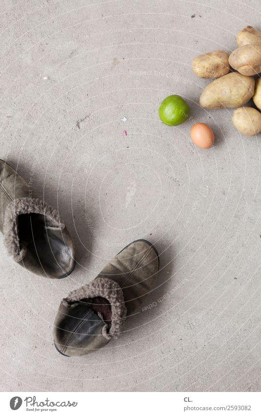 fashion und food Lebensmittel Frucht Kartoffeln Limone Ei Ernährung Mittagessen Bioprodukte Vegetarische Ernährung Diät Fasten Häusliches Leben Wohnung Schuhe