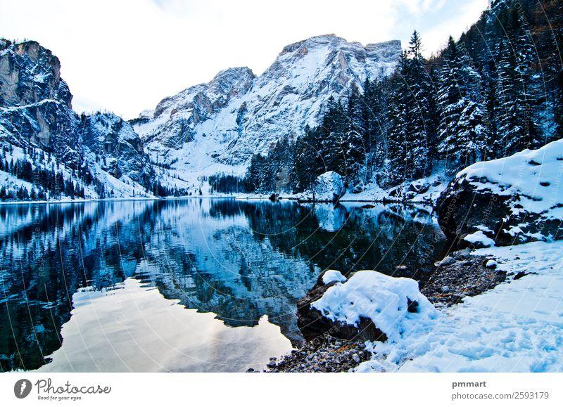 verschneiter Bergsee mit Bergen und blauem Himmel schön Ferien & Urlaub & Reisen Tourismus Abenteuer Sonne Winter Schnee Berge u. Gebirge