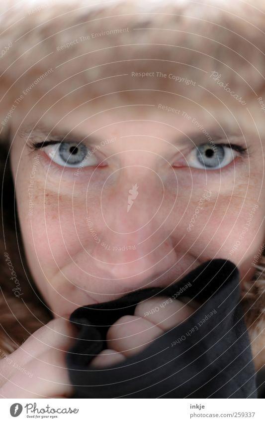 Mne cholodno Mensch Frau schön Freude Gesicht Erwachsene Auge Leben kalt Gefühle Wärme Glück Stil Denken Zufriedenheit weich