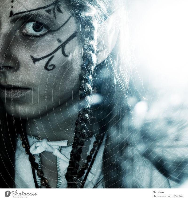 Aus einer anderen Welt Mensch fantastisch Surrealismus Märchen Fantasygeschichte Zopf Schüchternheit Elfe androgyn Fabelwesen Gesichtsbemalung