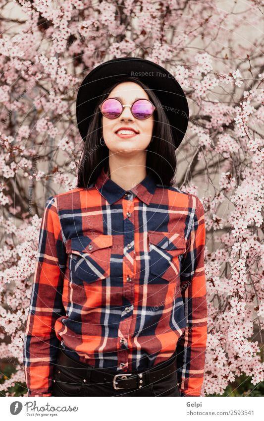 Frau Mensch Natur schön weiß rot Baum Blume Gesicht Erwachsene Blüte natürlich Glück Stil Garten Mode