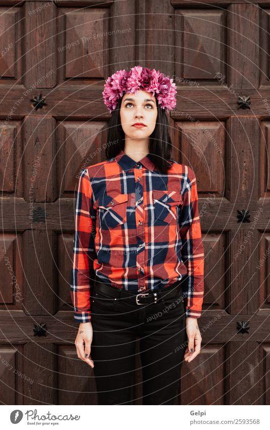 Kompaktblitz Stil Glück schön Gesicht Mensch Frau Erwachsene Natur Blume Blüte Mode brünett Holz Lächeln Fröhlichkeit frisch natürlich rosa rot weiß Mädchen