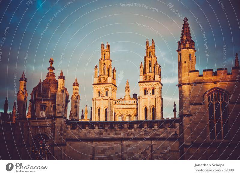 Oxford I Großbritannien Stadt Stadtzentrum Altstadt Haus Dom Burg oder Schloss Bauwerk Gebäude Architektur Sehenswürdigkeit blau braun Studium Vignettierung