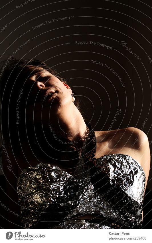 Feel It With Your Body. Körper Haare & Frisuren Gesicht Musik feminin Frau Erwachsene 1 Mensch Bekleidung brünett atmen Bewegung glänzend genießen schön