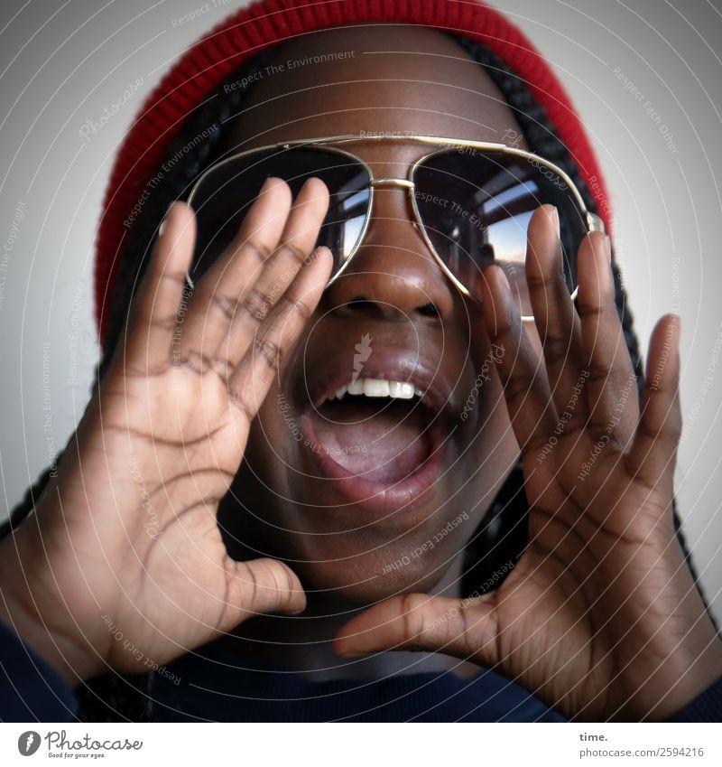 Gloria Mensch Hand Freude Mädchen Leben sprechen feminin Bewegung Kommunizieren Fröhlichkeit authentisch Lebensfreude Coolness Leidenschaft Konzentration Mütze