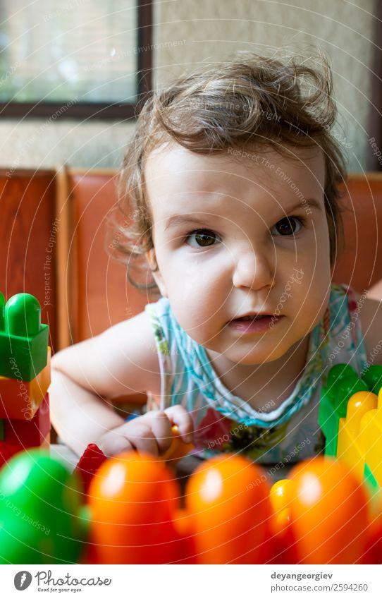 Wütendes kleines Mädchen Gesicht Kind Mensch Kleinkind Frau Erwachsene Kindheit Traurigkeit niedlich Wut weiß Gefühle jung Hintergrund hartnäckig traurig