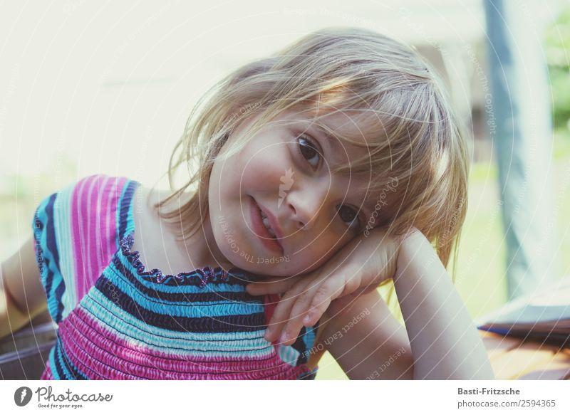 Kinder haben Zeit. elegant Freude Glück Freizeit & Hobby Spielen Freiheit Sommer Sonne Garten feminin Mädchen Schwester Familie & Verwandtschaft Kindheit
