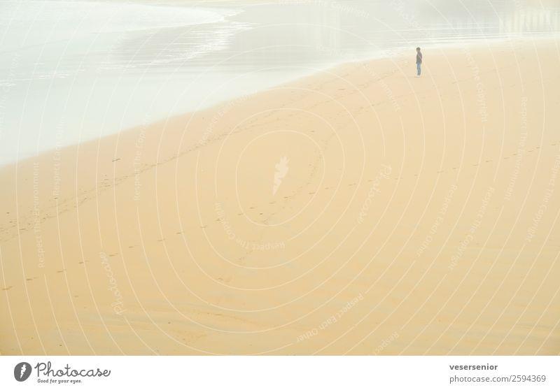 Ryan am Meer Mensch Mann Erwachsene 1 18-30 Jahre Jugendliche 30-45 Jahre Strand beobachten Denken träumen Traurigkeit Gefühle Stimmung Hoffnung Glaube demütig