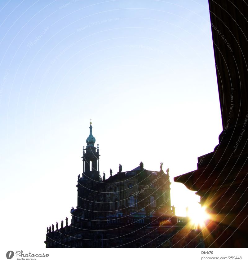 Hofkirche mit Sternchen blau weiß Stadt schön schwarz Architektur Religion & Glaube Kunst gold Tourismus Kirche Hoffnung Macht Bauwerk Vertrauen Glaube