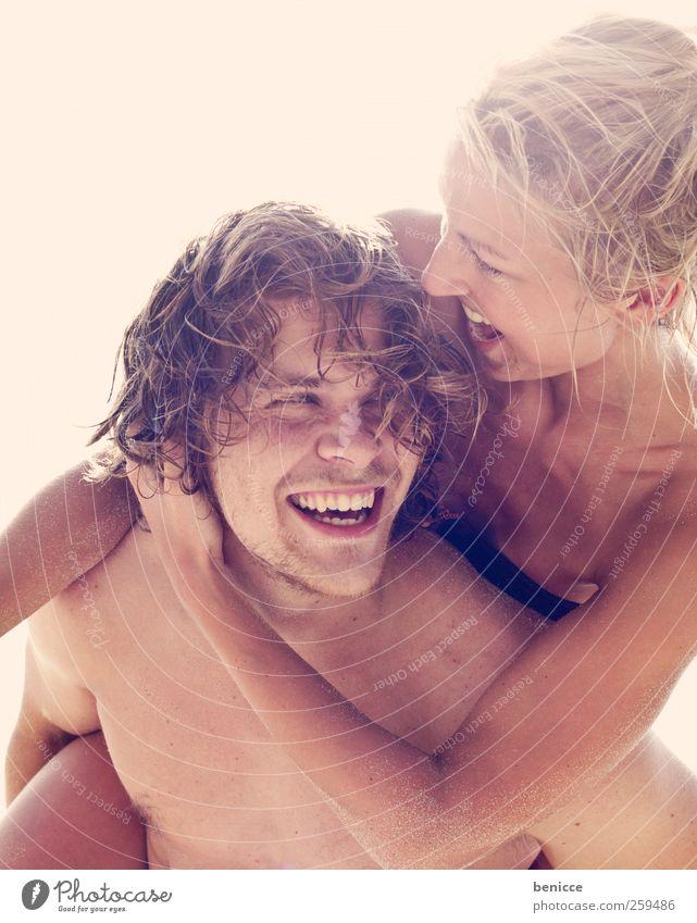 hupf aufi Paar paarweise Liebe Liebespaar Freude Zusammensein huckepack Strand Ferien & Urlaub & Reisen frisch Europa Europäer 2 Mensch Jugendliche Junger Mann
