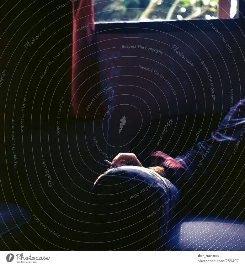 couchcowboy Rauchen Rauschmittel maskulin Junger Mann Jugendliche Erwachsene Hand 1 Mensch 18-30 Jahre atmen Coolness mehrfarbig schwarz ruhig Stress Erholung