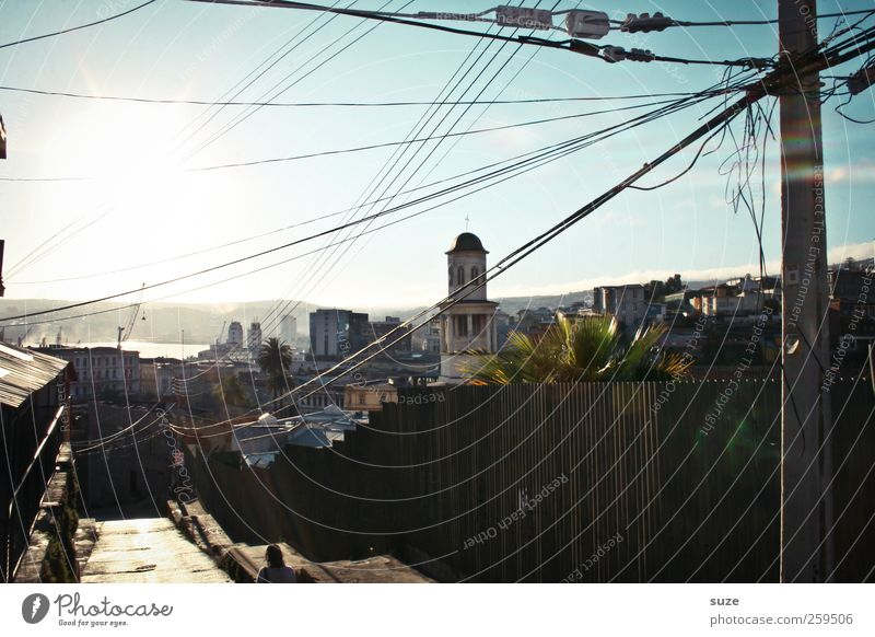 Valparaíso Himmel Stadt Haus Wege & Pfade Gebäude Kirche einfach Armut einzigartig Schönes Wetter Turm Zaun mediterran Altstadt Strommast Kleinstadt