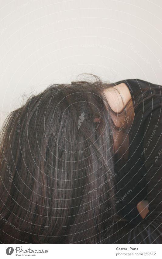 I could cry, but I want to smile. Mensch Frau Jugendliche Einsamkeit schwarz Erwachsene feminin Haare & Frisuren Traurigkeit hell natürlich Behaarung einzigartig weich einfach einzeln