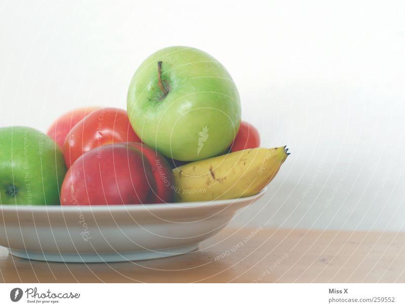 Obstkorb Lebensmittel Frucht Apfel Ernährung Bioprodukte Vegetarische Ernährung Diät Teller frisch lecker saftig süß mehrfarbig Banane Nektarine Granny Smith