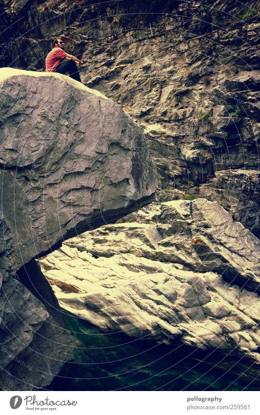 Pacman Mensch Mann Natur Jugendliche Wasser Ferien & Urlaub & Reisen rot Sommer Einsamkeit Gesicht Erwachsene gelb Leben Landschaft Berge u. Gebirge Stein