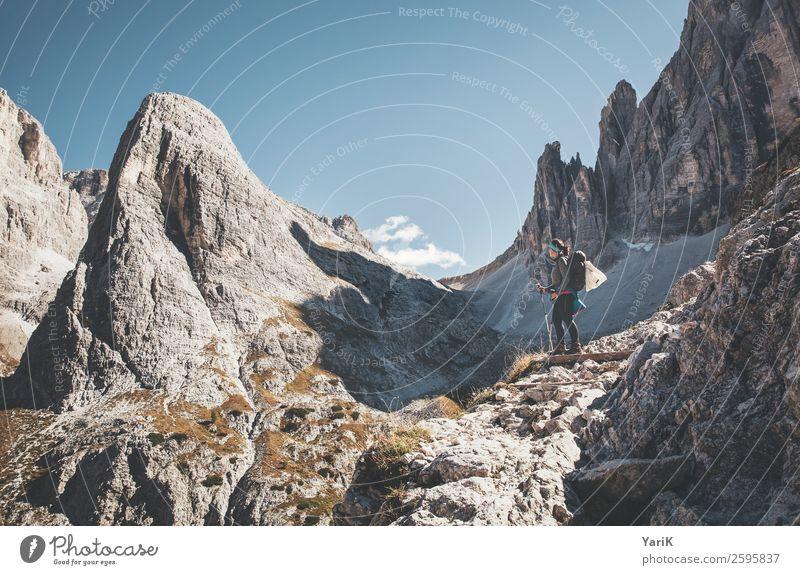 steiniger Blick Ferien & Urlaub & Reisen Tourismus Ausflug Abenteuer Ferne Freiheit Berge u. Gebirge wandern feminin Junge Frau Jugendliche Erwachsene 1 Mensch