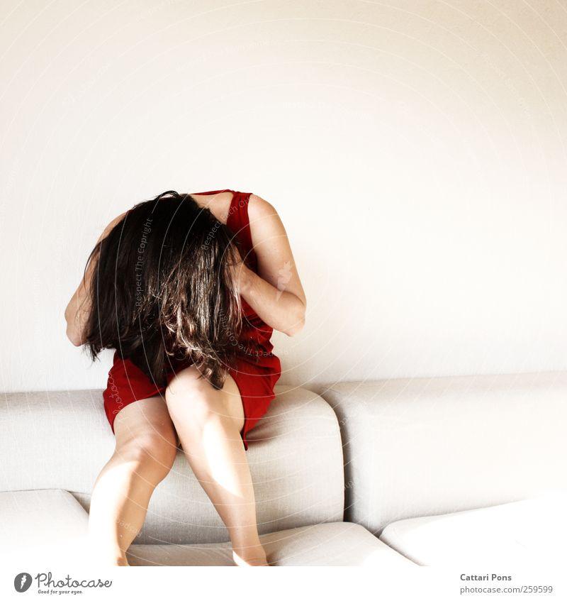 all the voices Mensch Frau Jugendliche weiß schön rot Einsamkeit Erwachsene feminin hell sitzen einzigartig weich Stoff Kleid festhalten