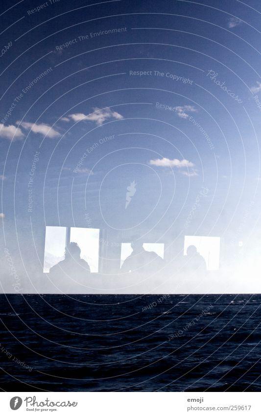 Fenster zum Meer Mensch 3 Himmel Wellen blau Reflexion & Spiegelung Surrealismus Aussicht Fensterblick Meerwasser Wasser Wasseroberfläche Ferne Horizont