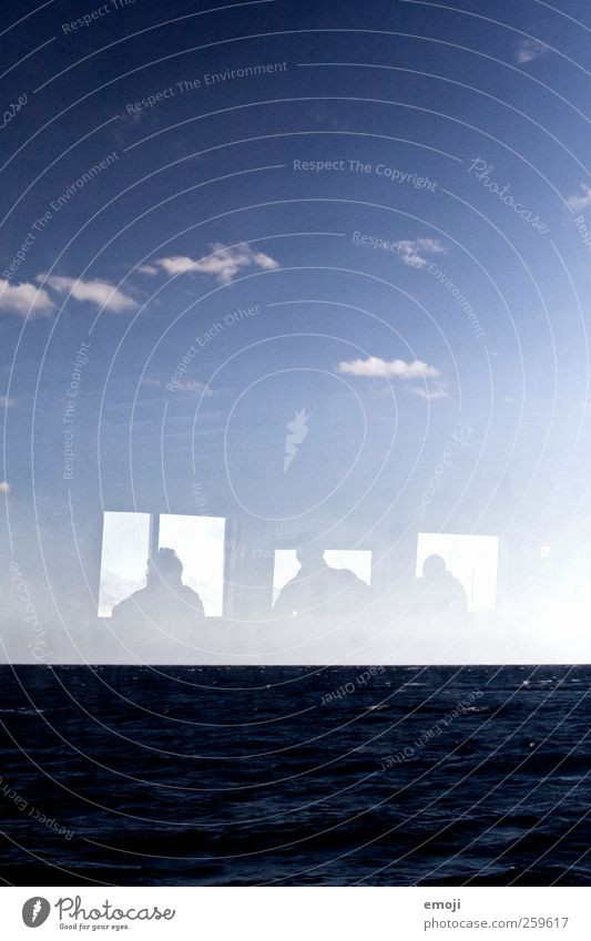 Fenster zum Meer Mensch Himmel blau Wasser Meer Ferne Fenster Horizont Wellen Aussicht Surrealismus Wasseroberfläche Meerwasser Fensterblick