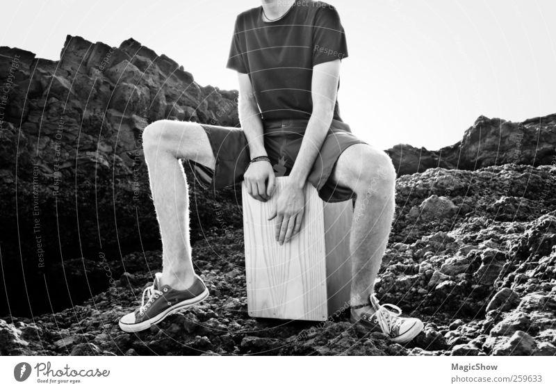 Cajon spielen mitten im Steinernem Meer. Junger Mann Jugendliche Leben Hand Unterschenkel 1 Mensch 18-30 Jahre Erwachsene Musik Trommel musizieren Landschaft