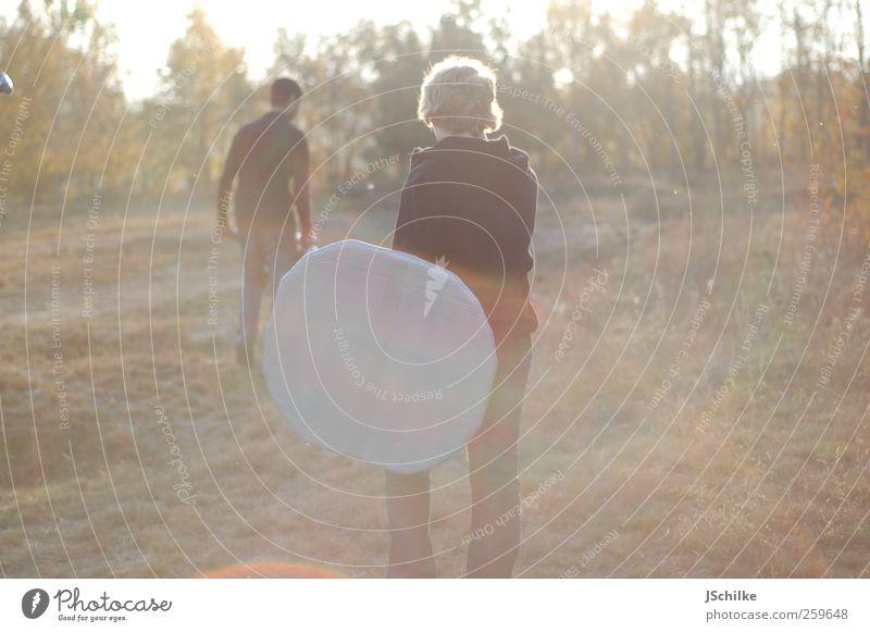 in den Sonnenuntergang ... Mensch Kind Jugendliche schön ruhig Landschaft Wiese Spielen Bewegung Glück hell Zufriedenheit gehen Freizeit & Hobby Abenteuer
