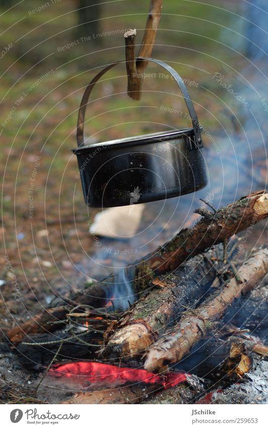 old school cooking Natur ruhig Ferne Holz Abenteuer Brand Kochen & Garen & Backen einfach Kreativität Camping Rauch Tiefenschärfe Picknick Topf Expedition