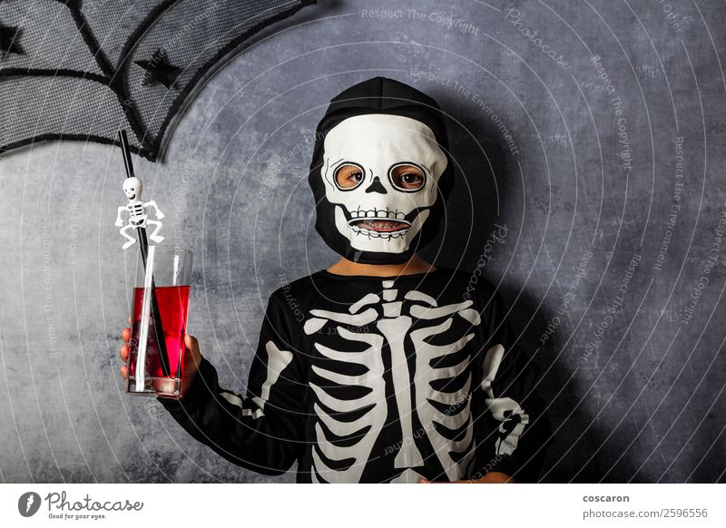 Kind Mensch schön rot Freude dunkel schwarz Gesicht Lifestyle lustig Glück Junge Feste & Feiern klein Party Freizeit & Hobby