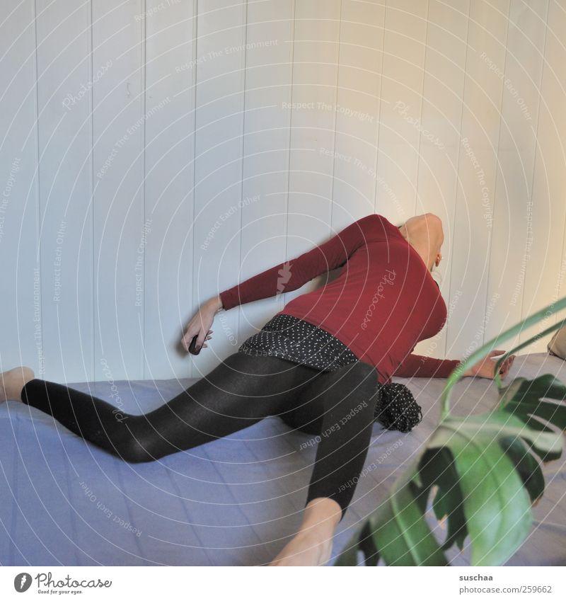 den kopf verdreht haben feminin Frau Erwachsene Körper Brust Arme Hand Beine Fuß 1 Mensch 30-45 Jahre verrückt Selbstbeherrschung verstört Übermut ästhetisch