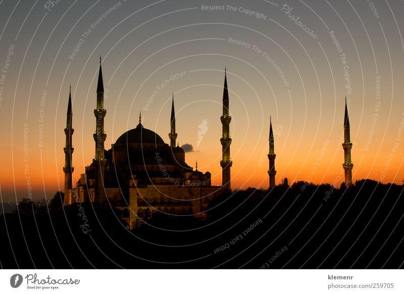 Die schöne Blaue Moschee mit allen 6 Minaretten in einer Sonnenuntergangsszene. Ferien & Urlaub & Reisen Tourismus Landschaft Erde Kirche Gebäude Architektur