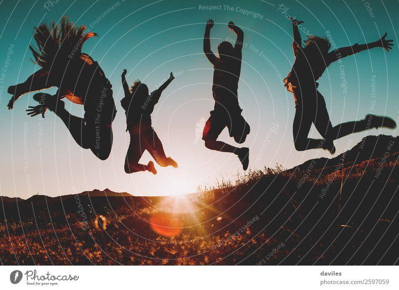 Frau Mensch Himmel Ferien & Urlaub & Reisen Jugendliche Mann Junge Frau blau Junger Mann Landschaft Sonne Freude 18-30 Jahre Lifestyle Erwachsene Leben