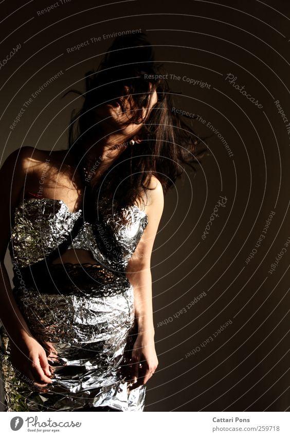Just Go With The Beat. Mensch Frau Jugendliche Erwachsene feminin Leben Bewegung Tanzen außergewöhnlich Bekleidung einzigartig 18-30 Jahre Kleid einzeln dünn machen
