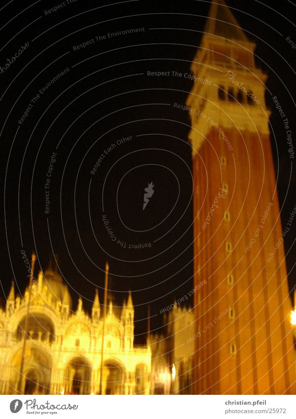 Markusplatz in Venedig Wasser Sonne Meer blau Ferien & Urlaub & Reisen Haus Wasserfahrzeug Religion & Glaube Architektur glänzend Platz Ankunft Palast Lagune
