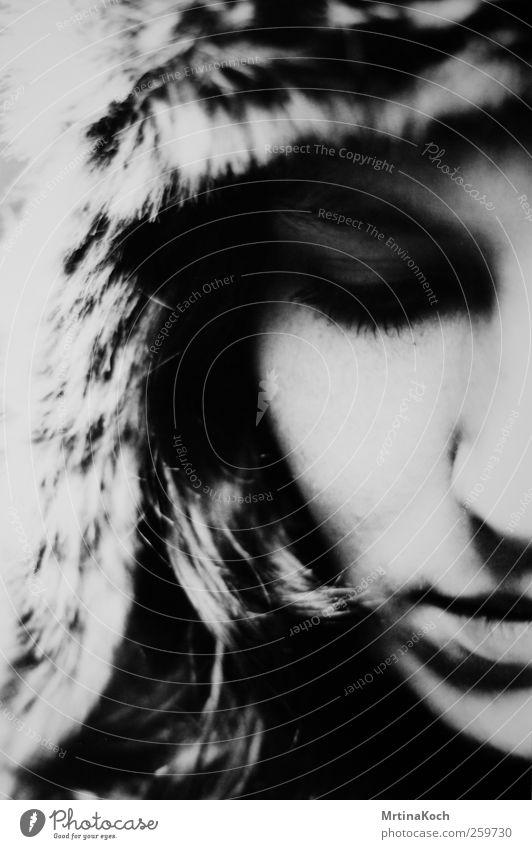 wondering white. Mensch Jugendliche Winter Einsamkeit Erwachsene Gesicht kalt feminin 18-30 Jahre Junge Frau Mütze Schmerz Fernweh Russland Erschöpfung