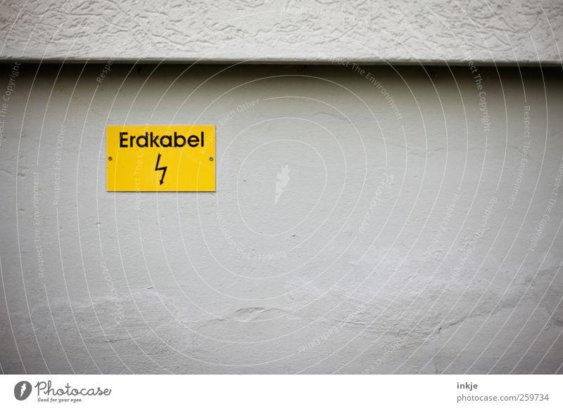 dont dare to dig! Haus gelb Wand Gefühle Mauer Stimmung Linie Fassade Schilder & Markierungen Beton Energie Energiewirtschaft gefährlich Schriftzeichen Elektrizität Sicherheit