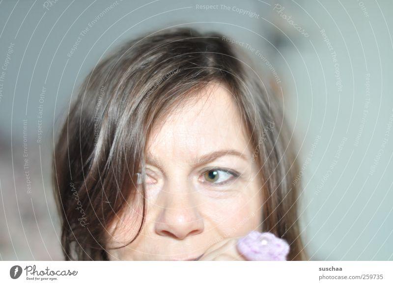 soll ich oder soll ich nicht? Mensch Frau Erwachsene Gesicht Auge feminin Kopf Haare & Frisuren Denken Haut Nase Konzentration Ring Selbstportrait 30-45 Jahre zögern