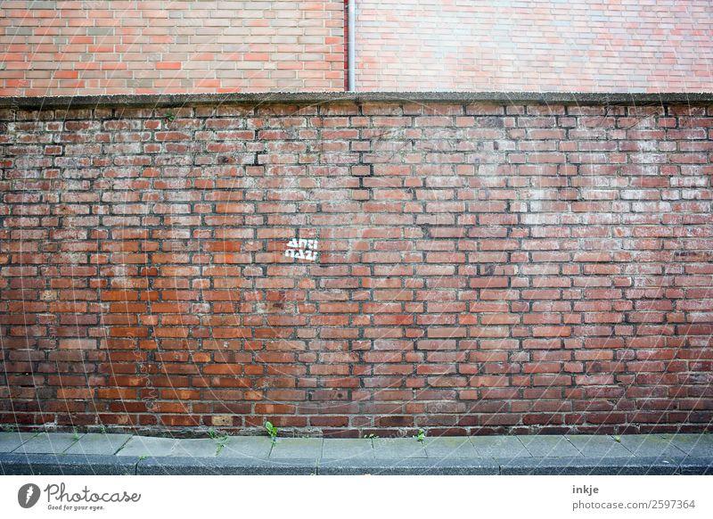 Köln Menschenleer Mauer Wand Fassade Backstein Faschist gegen Stein Zeichen Schriftzeichen Stimmung uneinig Verachtung Feindseligkeit trotzig