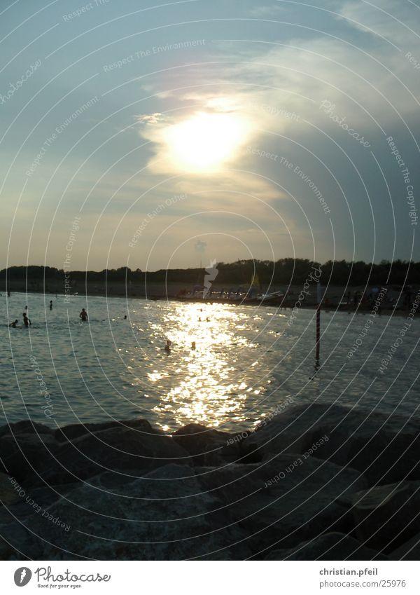 Venezianischer Sonnenuntergang 2 Wasser Ferien & Urlaub & Reisen Meer Strand gelb Sand Stein Lampe Stimmung Schwimmen & Baden Felsen Romantik Tourist Klippe