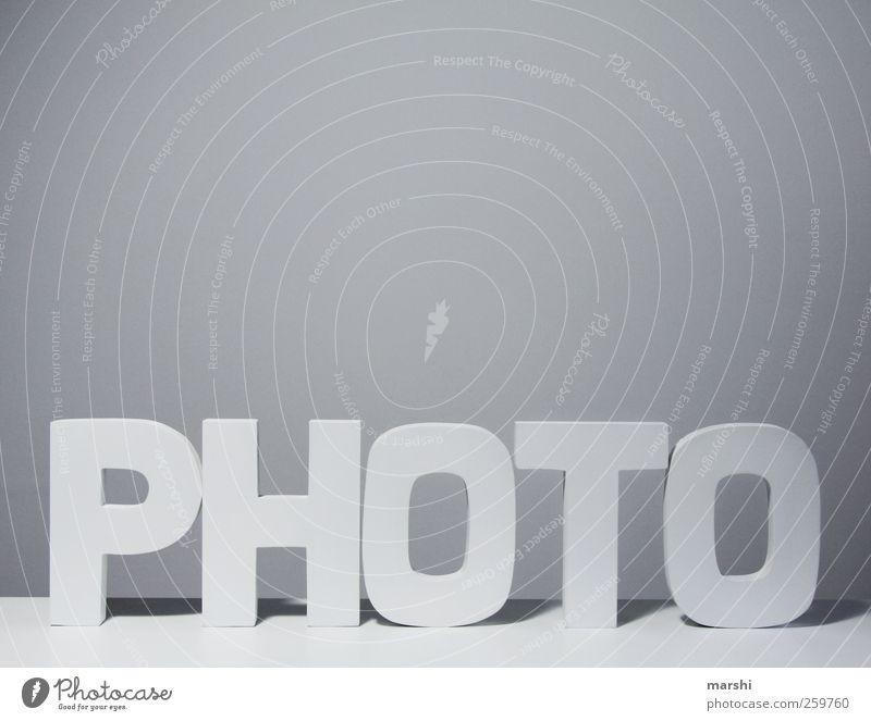 PHOTO weiß Holz grau Fotografie Schriftzeichen lesen Symbole & Metaphern schreiben Zeichen Wort Fotografieren Logo