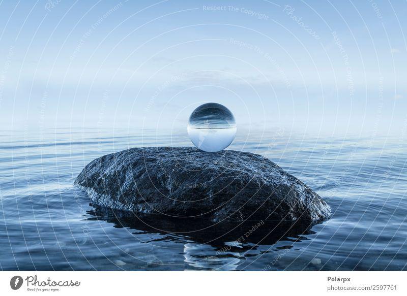 Kristallkugel auf einem großen schwarzen Felsen schön Wellness ruhig Meditation Strand Meer Umwelt Natur Landschaft Himmel Küste Stein Kugel Globus glänzend