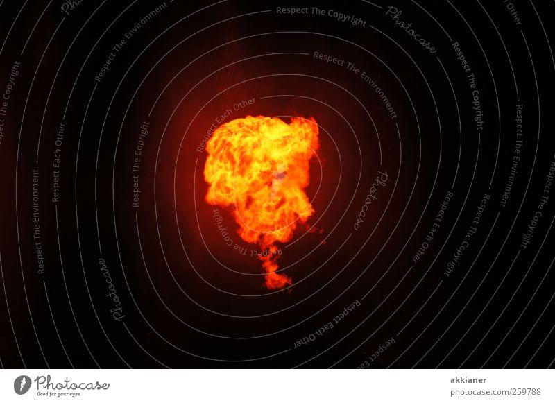 Feuerball heiß hell Feuersturm Farbfoto Außenaufnahme Menschenleer Textfreiraum links Textfreiraum rechts Textfreiraum oben Textfreiraum unten