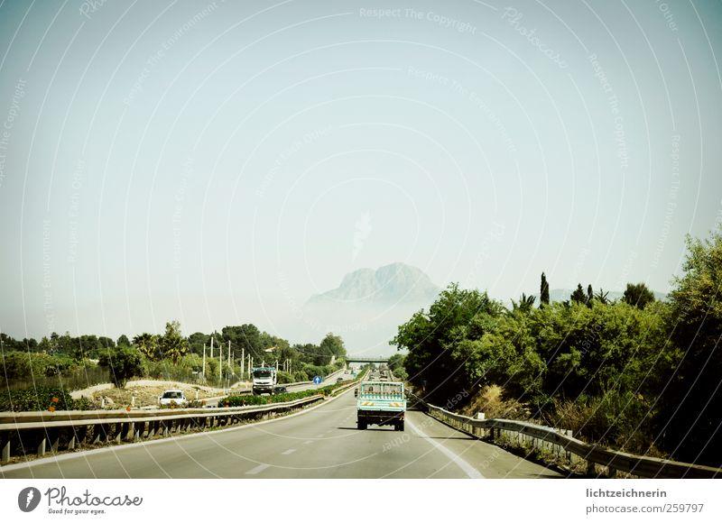 on the road Ausflug Abenteuer Ferne Sommer Landschaft Himmel Klimawandel Berge u. Gebirge Italien Sizilien Straße Fahrzeug PKW fahren Geschwindigkeit Horizont
