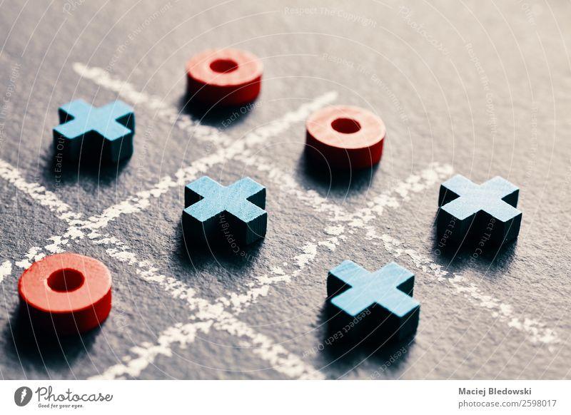 Tic tac Zeh Freizeit & Hobby Spielen Entertainment Erfolg Verlierer Denken klug blau rot schwarz genießen Inspiration Konkurrenz Kreativität verlieren