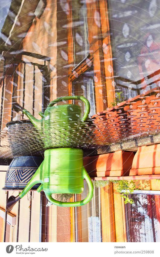 wasserbalkon 2 Häusliches Leben Wohnung Haus Bauwerk Gebäude Architektur Mauer Wand Fassade Balkon Garten Tür Gießkanne Blumentopf Fensterbrett Balkonpflanze
