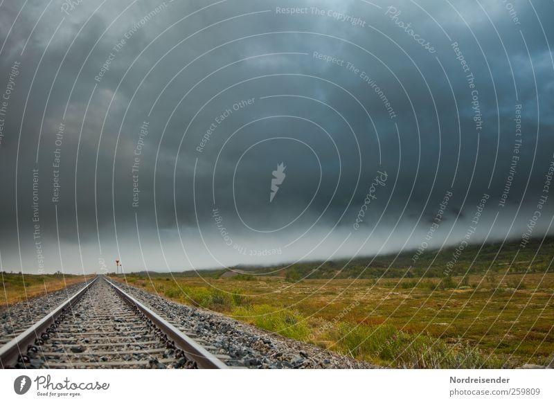 Endzeit Einsamkeit dunkel Landschaft Stimmung Regen Angst Klima bedrohlich Urelemente Güterverkehr & Logistik beobachten Zeichen gruselig Gleise Stahl Unwetter